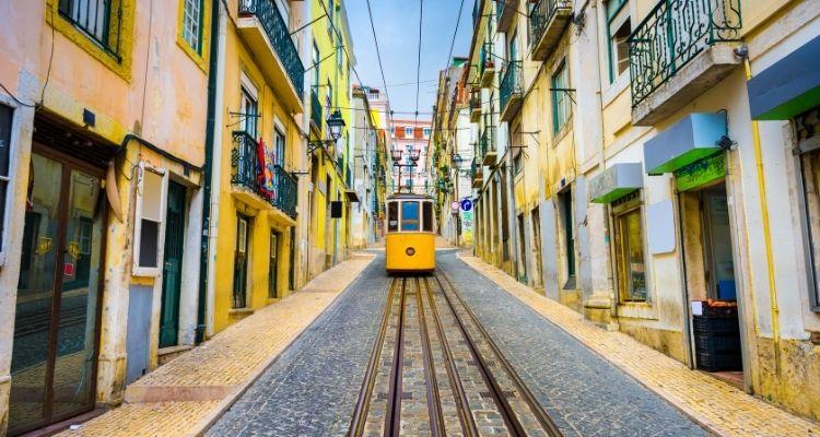 картинка Общественный транспорт - Порту